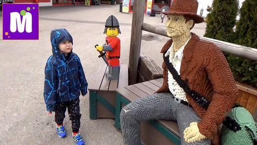 Макс с семьей летит в Леголэнд Фериндорф Германия . Селимся в отель в Лего стиле и поиграем на детсих площадках и покатаемся на забавных велосипедах Max and his family went to Lego lend (Feriendorf) Germany Resorts, rent an room in Lego style and have fun on kid's play yard Детский канал Мистер Макс и Мисс Катя !  Спасибо, что смотрите новые серии мое новое видео 2016 !  Телеканал для детей!  Thanks for watching my video!  Baby channel Mister Max & Miss Katy !  Please - Like…