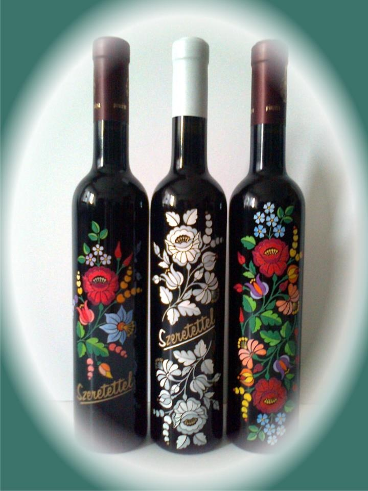 Hungarikum ~ kalocsai mintás boros üveg