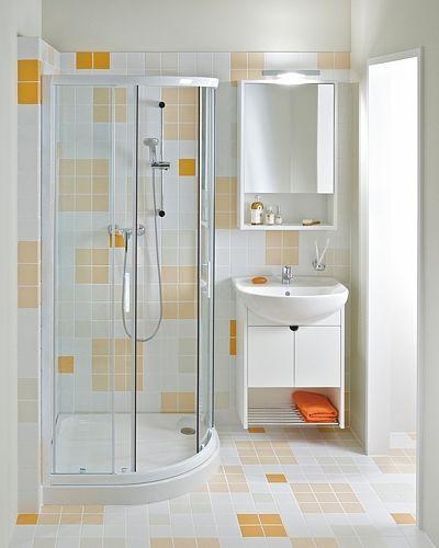 Sprchový kout čtvrtkruh 90x90 cm s rádiem 55 cm poskytuje ideální výšku 190 cm. Pevná i posuvná stěna z bezpečnostního kaleného skla, bílé lesklé provedení hliníkových profilů. Cena 7559 Kč.