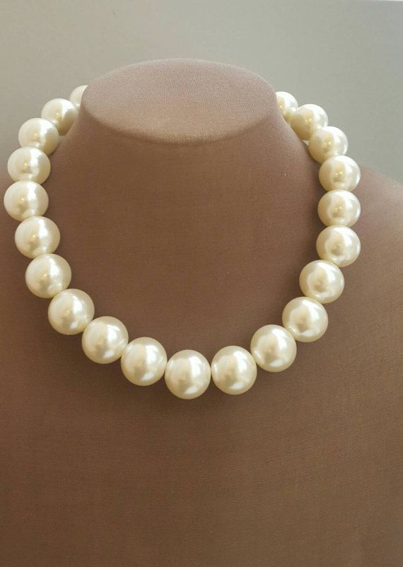 Check out this item in my Etsy shop https://www.etsy.com/ca/listing/496880746/chunky-pearl-necklace-large-pearl-bridal