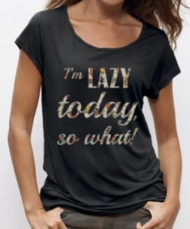 Zwart loose fit T-shirt met I'm Lazy Today, so what! 50% bio-katoen en 50% tencel. Echt ongelofelijk comfortabel shirt