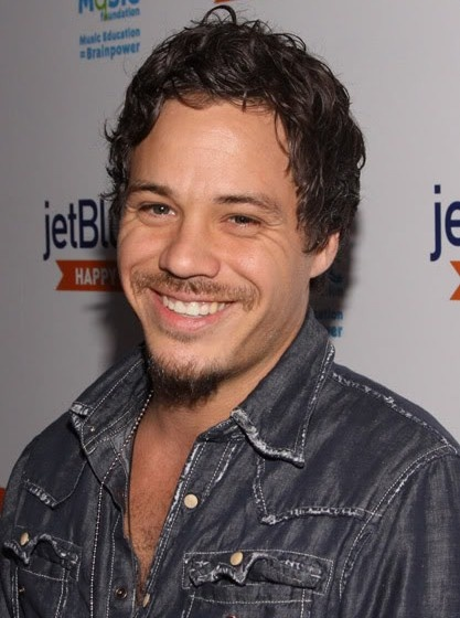 michael raymond james his fake accent in true blood makes me melt.