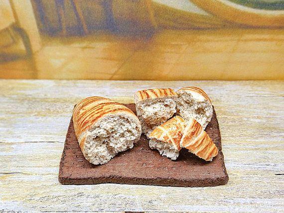 Miniature 1.12 scale cutting board with bread by PiccoliSpazi
