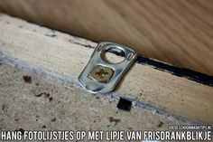 Makkelijk fotolijstjes ophangen? Gebruik het lipje van een frisdrankblikje! Meer tips vind je op www.goedeschoonmaaktips.nl