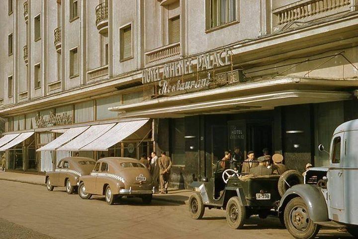 Bucureşti În fața Hotelului Athénée Palace, octombrie 1957  foto:John Tuzo Wilson