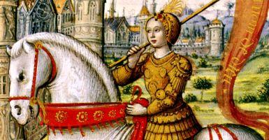 30 mei is de feestdag van St. Jeanne d'Arc (1412-1431), patrones van Frankrijk en patrones van soldaten. Terwijl zij woonden, was St. Jeanne d'Arc een van de meest onbegrepen heiligen van de kerk zowel binnen als buiten de kerk. Als een jonge boerenmeisje van 13 ontving visioenen van St. Michael, St. Catharina en St. Margaret vertelde haar om te helpen de koning van Frankrijk zijn Koninkrijk, die op dat moment werd bedreigd door Engeland te heroveren.