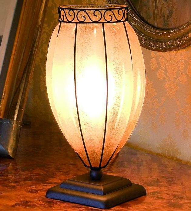 A Simple And Very Traditional Murano Glass Table Lamp, Perfect For A  Classic Country  Nice Design