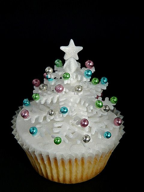 Sparkly winter white Christmas tree cupcake made out of snowflakes with pastel dragées. Made by Christine Hamilton (aka abbietabbie)