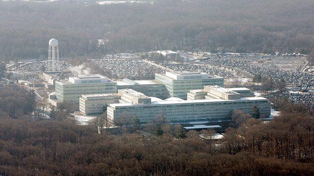 Die neueste WikiLeaks-Enthüllung setzt die US-Geheimdienste gehörig unter Druck. 8.700 Seiten streng geheime Dateien und Anleitungen der CIA für Hackerangriffe sind seit Dienstag im Netz verfügbar - und laut ersten Experteneinschätzungen authentisch. Welchen Schaden die Enthüllungen für die US-Abhörprogramme bedeuten, ist noch unklar, laut Insidern ist die Aufregung bei den Geheimdiensten jedoch groß.