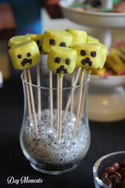 Anniversaire Minecraft » Day Moments pop cakes chamallow creeper