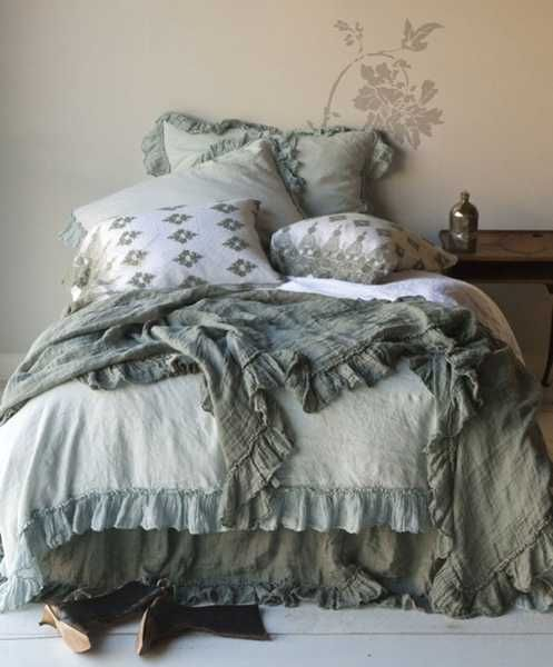 Textured Bedding Sets Add Flare and Charm to Bedroom Decorating Ideas
