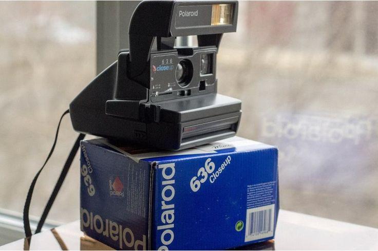 Самый популярный Polaroid  636 Closeup  Саратов  Классическая камера Polaroid 636 Closeup - самая широко распространенная модель в мире. Диафрагма: f/11 Выдержка: 1/4 - 1/200 сек. Светочувствительность: iso 600 Линза: 116 мм. Макро-линза: Да Фокусное расстояние от: 1.2 м. С макро-линзой от: 0,6 м. Фокусировка: Фиксированная Затвор: Электронный Вспышка: Встроенная Аккумулятор: В кассете Счетчик кадров: Да Экспо-коррекция: Да Разъем под штатив: Нет Разъем под тросик спуска затвора: Нет Цвет…
