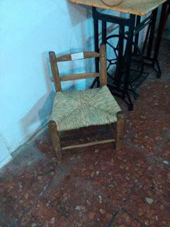Nico, el artesano de mimbre, anea, rejilla, cuerda y caña: Asiento de anea de una silla muy antigua