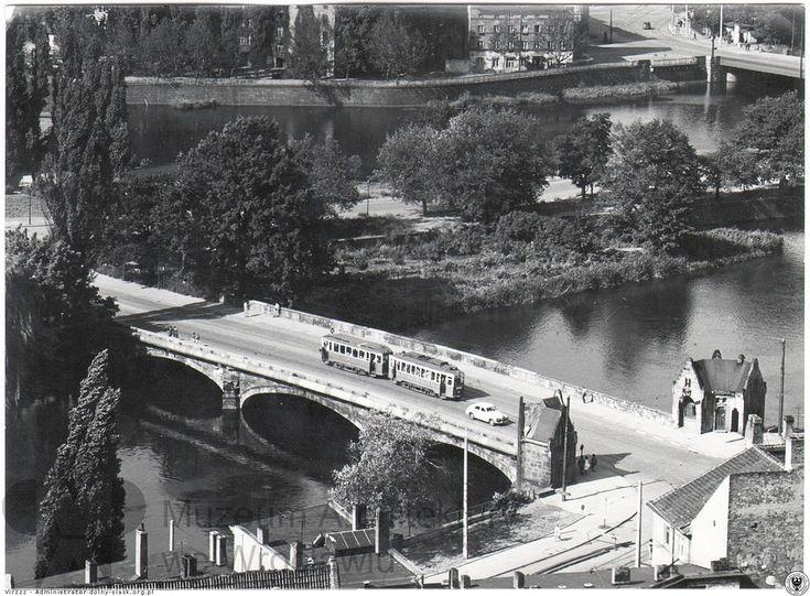 Most Pomorski Południowy i jadący po nim tramwaj. Ujęcie od południowego zachodu.   Dodał: Virzzz - Administrator° - Data: 2014-09-02 07:02:37 - Odsłon: 995 Lata 1960-1965