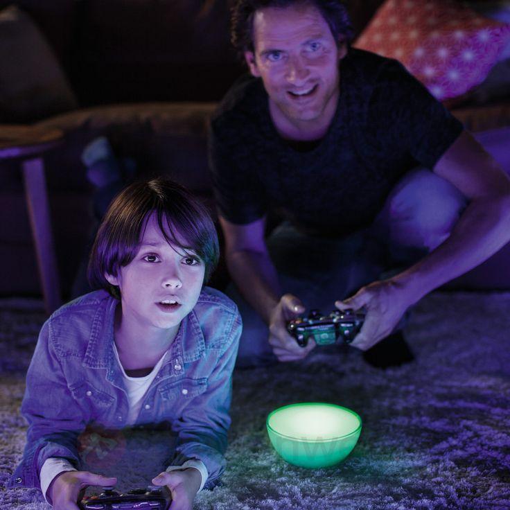 Jeden Tag im Leben mit dem richtigen Licht aufwerten - natürlich auch das gemeinsame #Videospiel! Mit den vernetzten, per #App steuerbaren Leuchten von Philips #Hue.