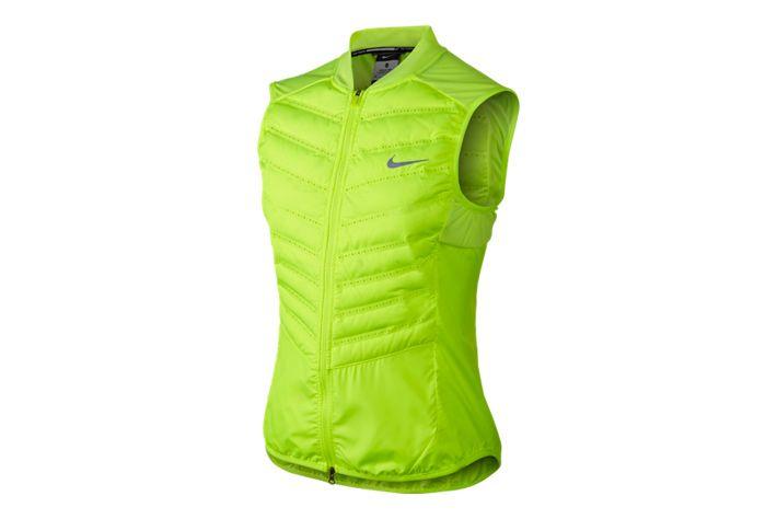 #Nike Aeroloft 800 - damska, lekka, ocieplana kamizelka. Tkanina typu ripstop oraz gęsi puch gwarantują doskonałą izolację cieplną i bardzo niską wagę. Dodatkowo odpowiednio zarządza nadmiarem wilgoci odprowadzając ją na zewnątrz. Kamizelka ochroni biegacza przed wiatrem w chłodne dni. #kamizelka #new #kurtki #jesienzima2015 #damskie