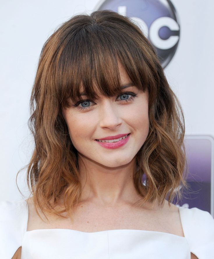 38 short layered bob haircuts with side swept bangs that