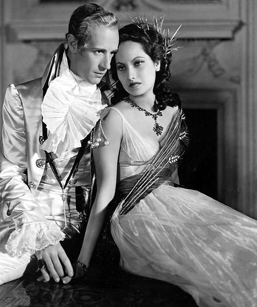 Portrait of Leslie Howard and Merle Oberon in The Scarlet Pimpernel directed by Harold Young, 1934