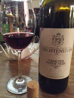 ...Vaduzer Pinot Noir... feine Frucht, trinkig, frisch...