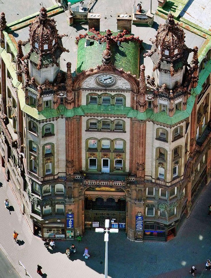 Brudern House Budapest, AKA Parisi Udvar