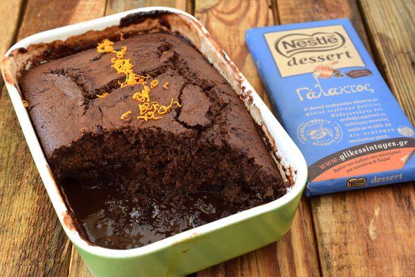 Ζουμερό σοκολατένιο κέικ με ρευστή σοκολάτα