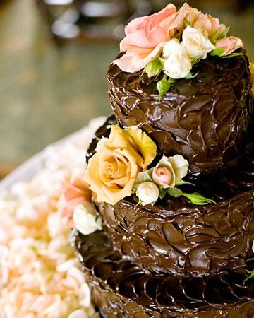 Chocolate!: Chocolates Wedding Cakes, Chocolates Cakes, Peaches Posi, Peaches Flowers, Chocolate Cakes, Rose Petals, Peach Flowers, Cakes Accent, Devil Food Cakes