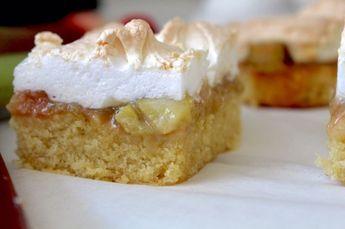 Igår bakade jag en riktig höjdarkaka. Vill du briljera med en riktigt god kaka ska du helt klart skryta med den här. Jag lovar att ALLA kommer humma av välbehag när de äter den. En varning bara, den är FÖR god. Man vill inte sluta äta.... I botten en saftig kaka som bara smälter i munnen. Mellanl