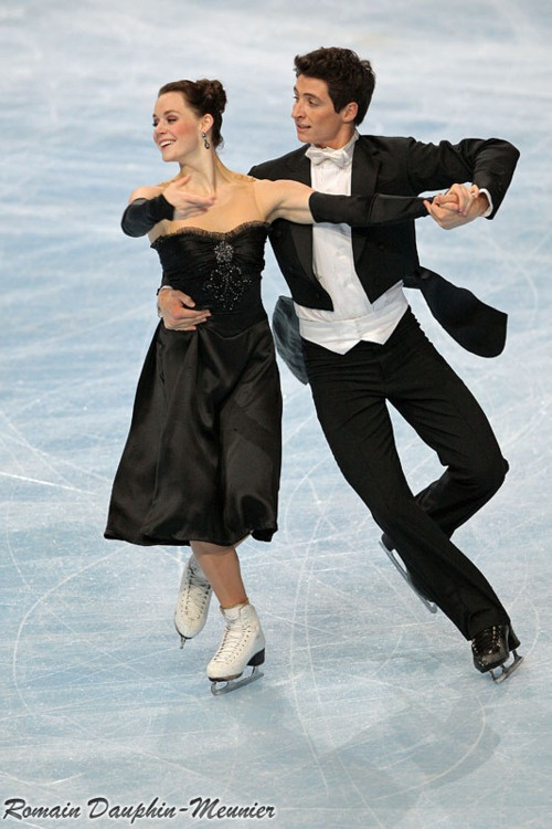 Tessa Virtue and Scott Moir performing the Golden Waltz compulsory dance at the 2009 Trophée Eric Bompard.