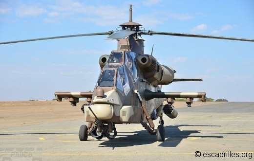 Aggressive shape of the Denel Rooivalk attack helicopter of the South African Air Force.Crew:2(pilot & weapon systems officer)Length:18.73m(61ft 51⁄2 in)Rotor diam:15.58m(51ft 11⁄2 in)Height:5.19m(17ft0¼ in)Disc area:190.60m2(2,052.1sqft)Empty wt:5,730kg(12,632lb)Loaded:7,500kg(16,535 b) Max.takeoff:8,750kg(19,290lb)Powert:2 × Turbomeca Makila 1K2 turboshafts, 1,420 kW (1,904 shp) each Internal fuel:1,854L(489.8US gall)Max:309Km/h(167kts,193Mph)