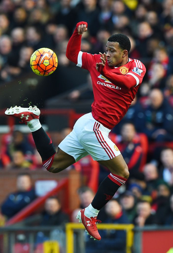 Memphis Depay of Manchester United controls the ball during the Barclays Premier League match between Manchester United and Arsenal at Old Trafford on February 28, 2016 in Manchester, England. (Feb. 27, 2016 - Source: Shaun Botterill/Getty Images Europe)