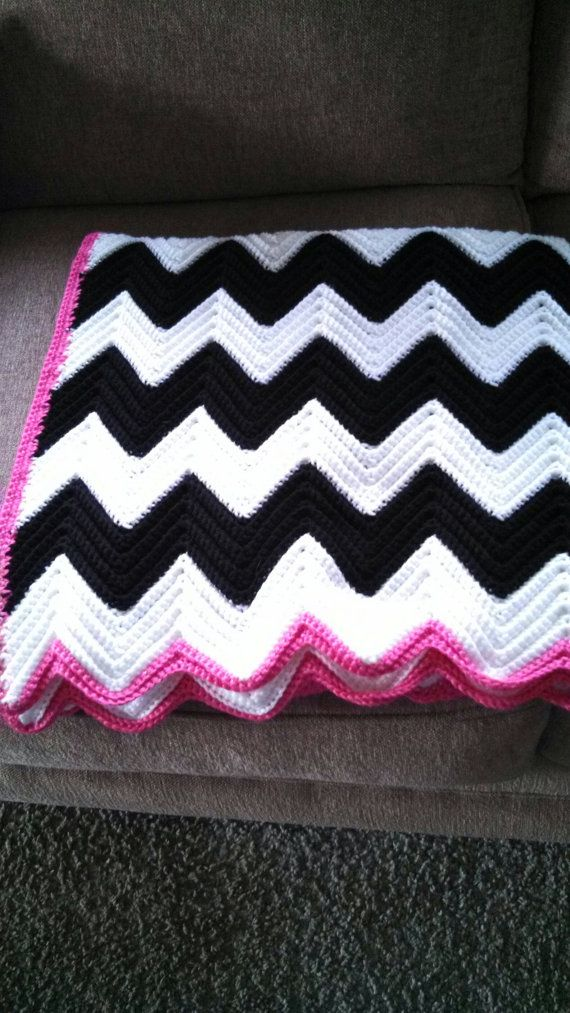 Love this combination of black & white wth a hot pink edging . . . black & white with red or gray & white with hot pink would be pretty too!