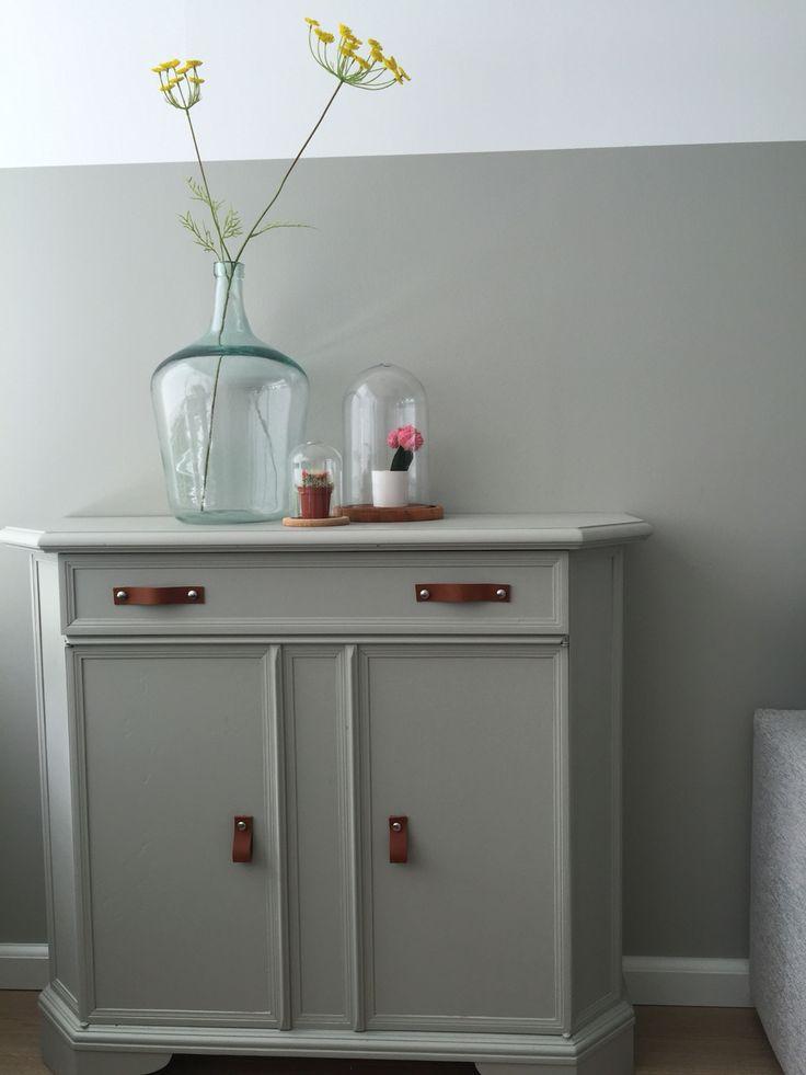 Pimp je meubel met leren greepjes. Deze zijn van depot74.com kleur meubel kiezelgroen van flexa