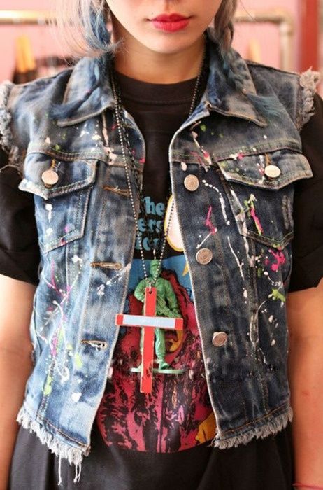 Grunge denim vest, print t-shirt and cross necklace
