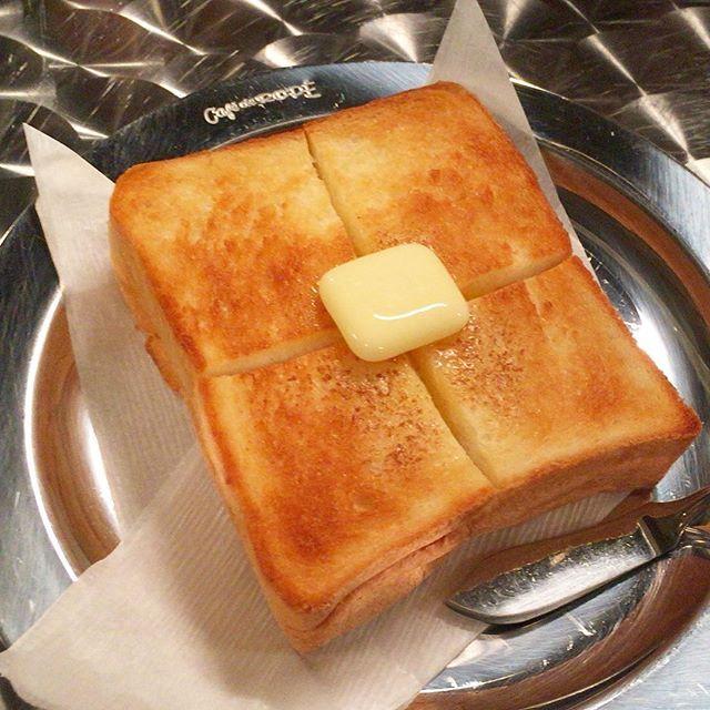 2016/08/12 16:24:54 oh_mimi_ny #ペリカン #トースト #バタートースト #カフェドロペ  #バルミューダ  ペリカンのパンをバルミューダでトーストしたバタートーストがこんなに美味しいとは思わなかった。