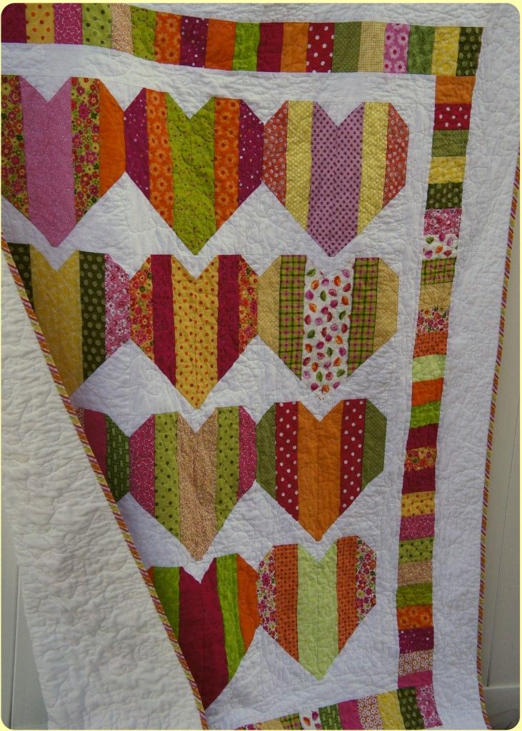 heartstrings ... I love the look of this quilt but it's just a photo ... I found a tutorial at http://katesquilting.blogspot.co.uk/2011/01/string-heart-tutorial.html                                                                                                                                                     More