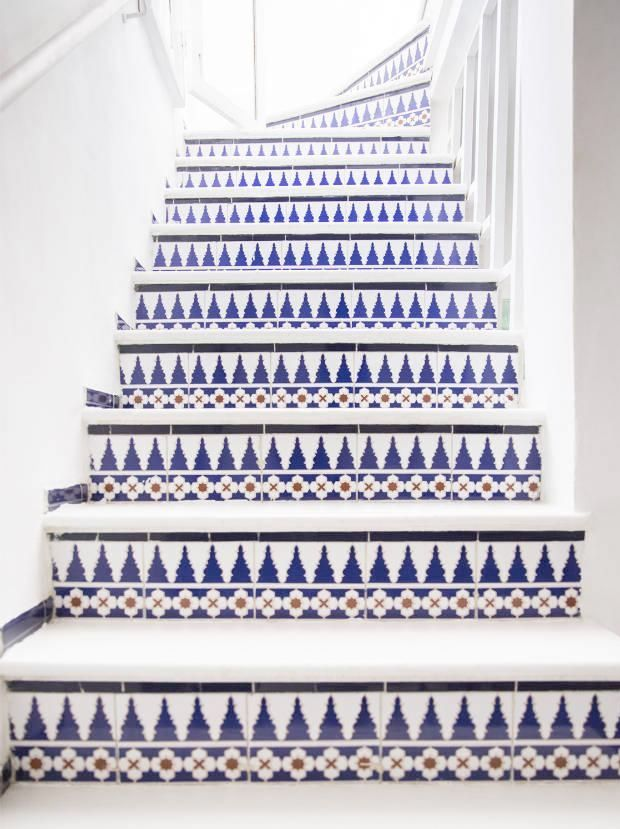 Around the world on a patternful staircase
