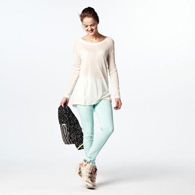 Outfit - Koud weer? De trui weer aan! Leuk te combineren met een leuke pastel broek.