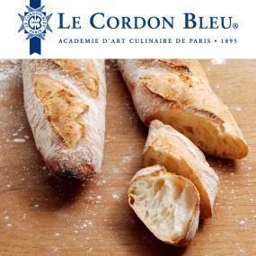 ル・コルドン・ブルーは、1895年パリで設立されたフランス料理・菓子・パンの学校。フランスの伝統と技術、料理芸術を継承し、世界に発信しています。 ル・コルドン・ブルー監修による、伝統的なバゲットのレシピのご紹介です。 本場フランスの味に挑戦してみてくださいね。