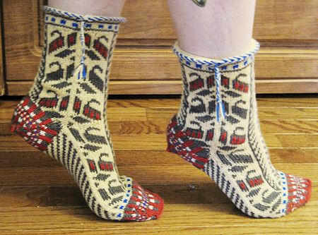 Free - Bosnian Slipper Socks {Ethnic Knitting Adventures] : Knitty First Fall 2011 by Donna Druchunas