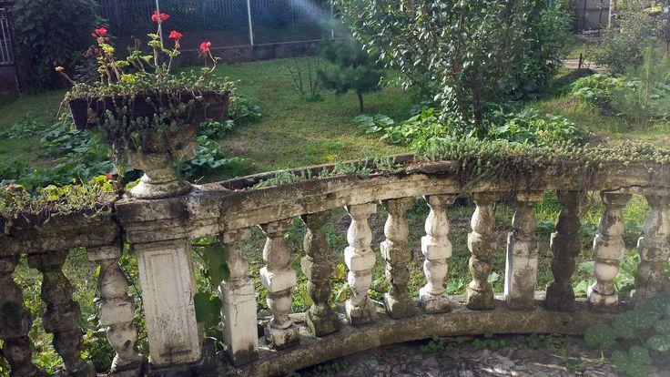 Ódon terasz a kertvárosban
