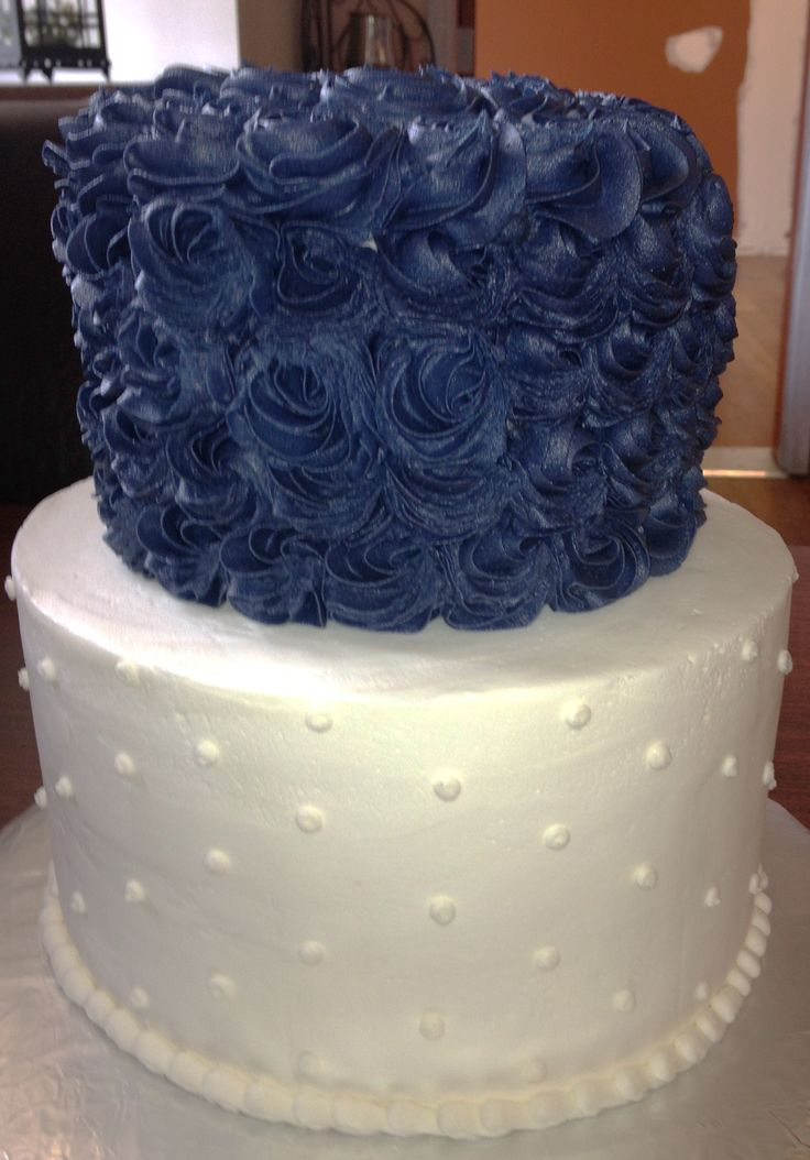 Small navy blue and white wedding cake. but id wna tmy bigger!! these are my wdding colors with grey!!!:)