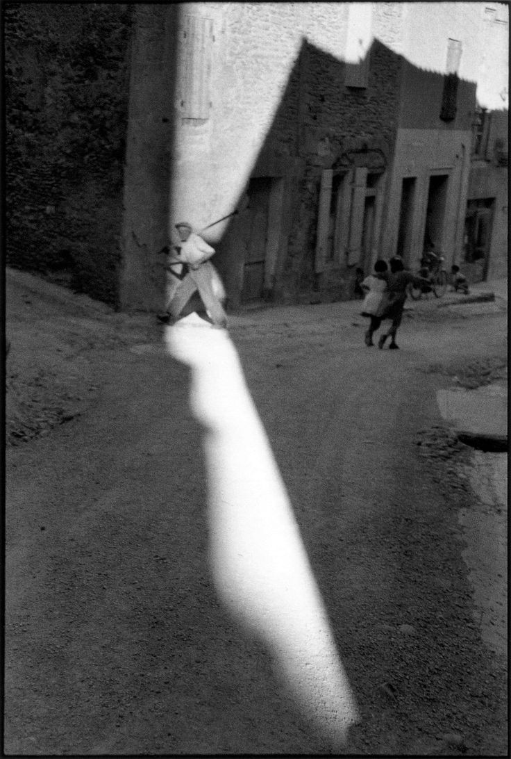 Henri Cartier-Bresson - FRANCE. Bouches-du-Rhone department. Town of Tarascon. 1959.