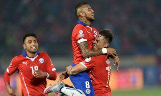 El volante nacional marcó un doblete ante México y llegó a los doce goles con la Roja. La selección llegó a un millar de goles. Empata Chile 3-3 antevMexico Copa America Chile. 15.6.15