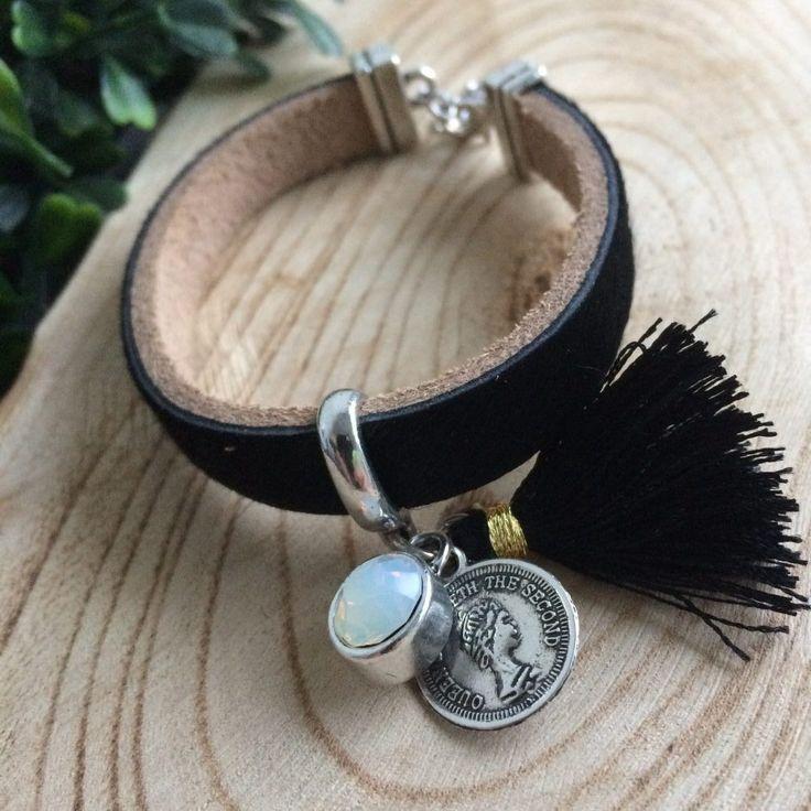 armband zwart tassel munt strass steen - leer met harige bovenzijde - 17 cm lang - 1 cm breed - 4leafs4joy - party - stoer met een beetje bling