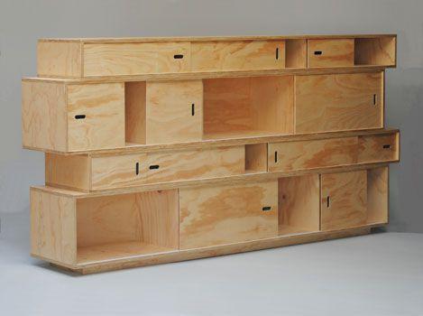 Multiplex kast met schuifdeurtjes | Materiaal: ruig multiplex blank gelakt | Maten 250 cm breed x 125 cm hoog x 35 cm diep