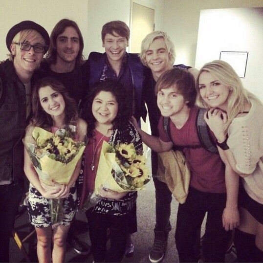Can I just point out that height difference between Riker and Laura