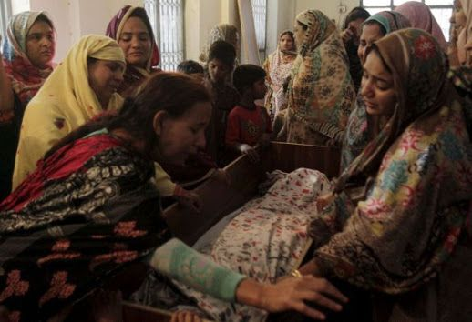 """L'insostenibile """"insensatezza"""" attribuita dal Papa e da Malala all'eccidio di Pasqua. """"...Se le dichiarazioni rivolte da Francesco e dal premio Nobel diventano una regola di prudenza legata allo spirito inter-religioso del dialogo allora vuol dire che non si vuole ammettere che la persecuzione dei cristiani nel mondo è opera del risveglio del fondamentalismo..."""" ilfoglio.it 3 APRILE 2016 #pakistan"""