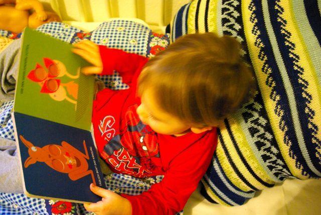 Lesekissen aus Bettwäsche und Pullover / Pillow made from bed linen and jumper / Upcycling