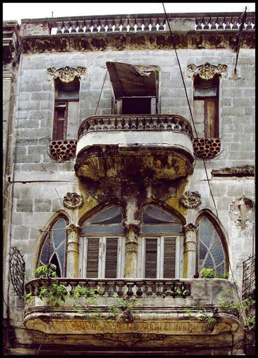 Art nouveau fachada en Habana Cuba, 2014