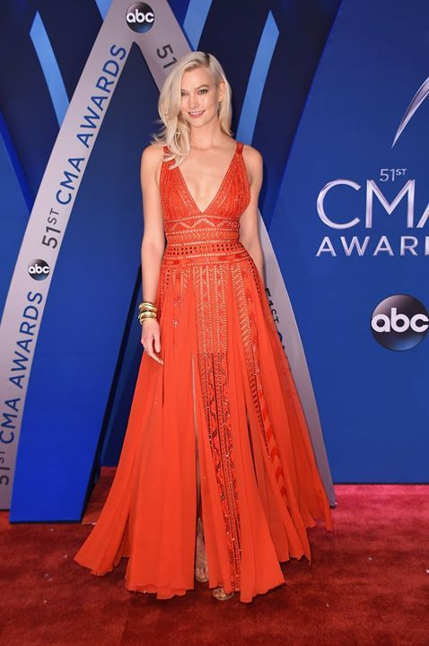 Model Karlie Kloss in ELIE SAAB Ready-to-Wear Spring Summer 2018 at the 51st annual CMA Awards in Nashville.